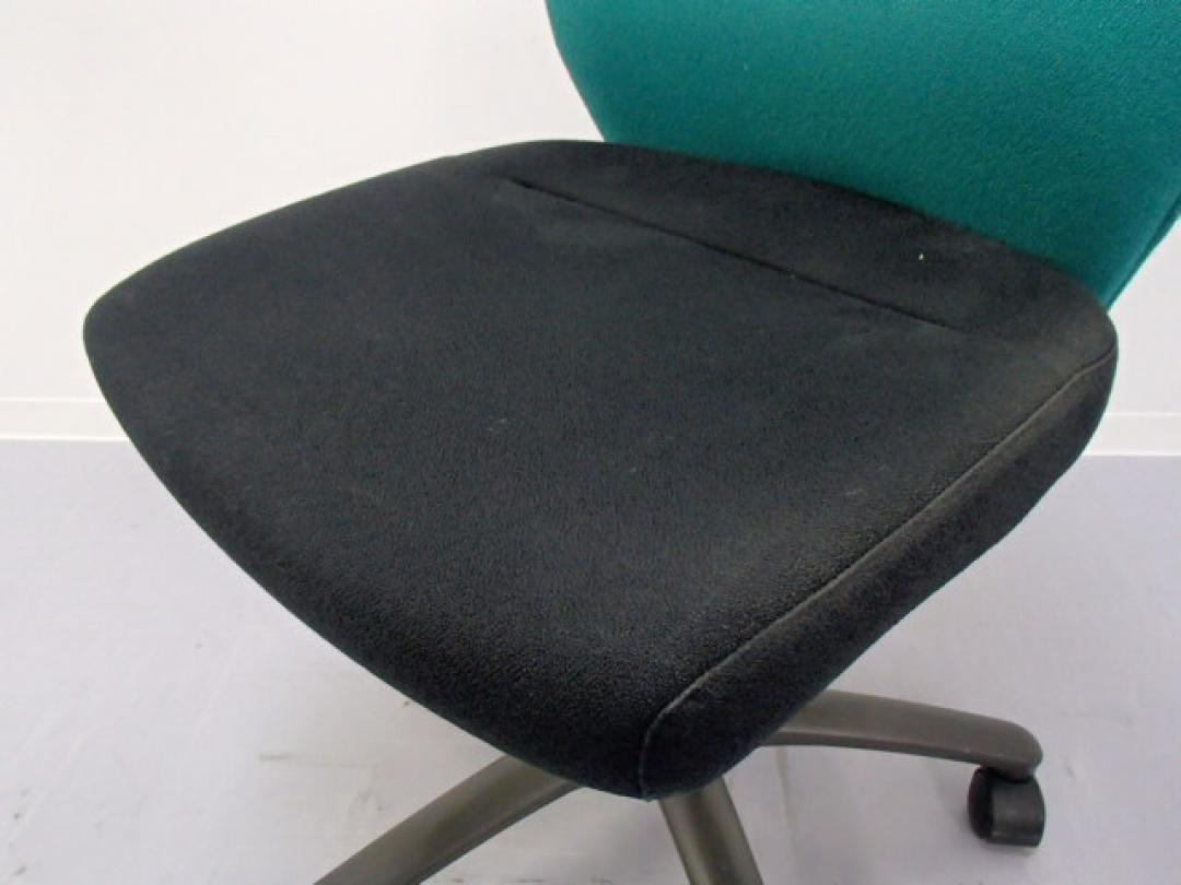 【緊急値下げ致しました!】|OAチェア肘無し|グリーン ミドルバック|グリーン&ブラックのコントラストが特徴的なオシャレデザイン!|CXチェア(中古)