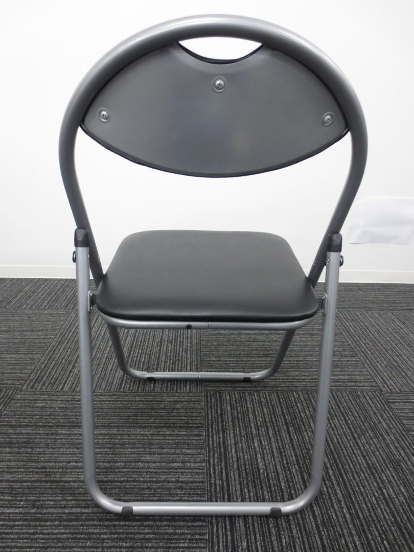 【お買い得・新品商品】■折りたたみパイプ椅子(パイプイス) ■カラー:ブラック【会議・ミーティング用】 【相模原・町田店】