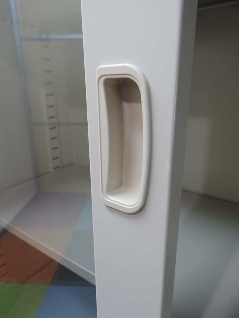 店内サンプル【袋を開けただけの新古品】ガラス書庫は絶大なる人気【前面がガラスの引き戸】【中の書類が見えて整理がらくらく】【鍵2本付き】|G-36SG
