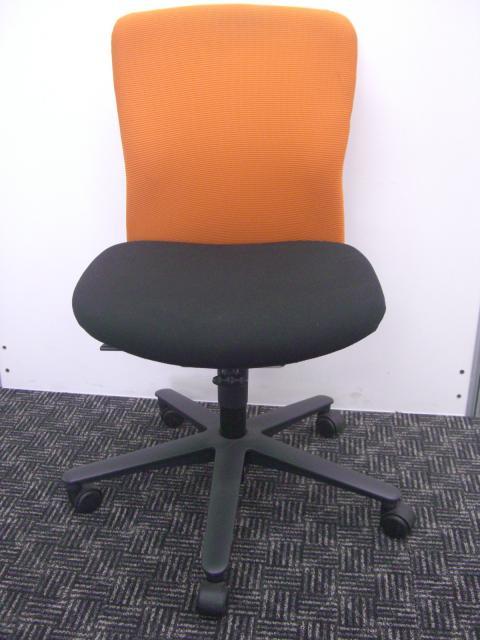 カジュアルオレンジが美味しそう!■安定の座り心地■オフィスカラーのアクセントに!                                                              中古