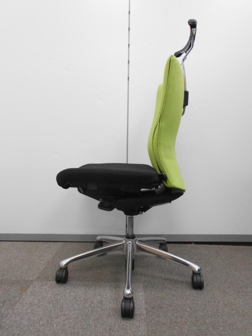 【大量入荷!!】スーツでのお仕事なら! ハンガー付のフィーゴチェアがおススメです。 オカムラ製