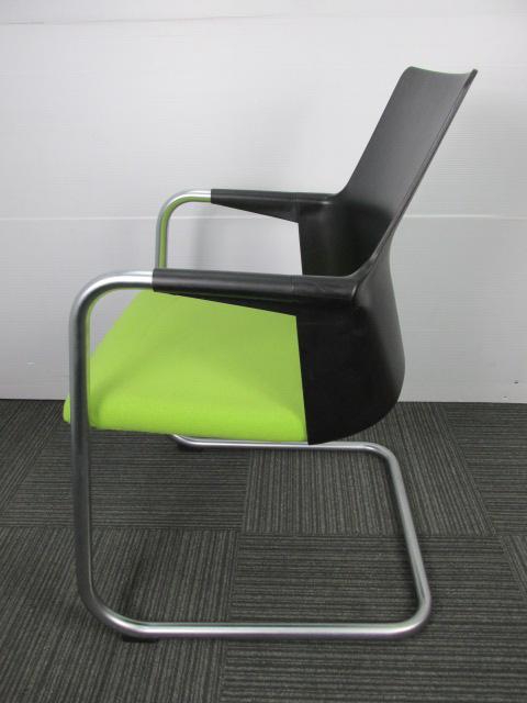 コクヨ製のミーティングチェア|座り心地抜群のおすすめチェア|明るいグリーン                         アガタVチェア                                     中古