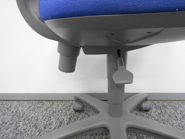 このデザインが好きというお客様も多い、セパレートタイプのオフィスチェアです。 コクヨ製レグノチェア                         レグノ2                                     中古