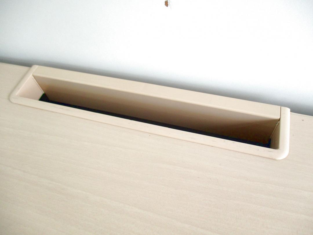 【在庫入れ替えセール品!!】ナチュラル×シルバーの配色がGOOD!!【ベストなサイズ幅1200mm!!】Nu(中古)