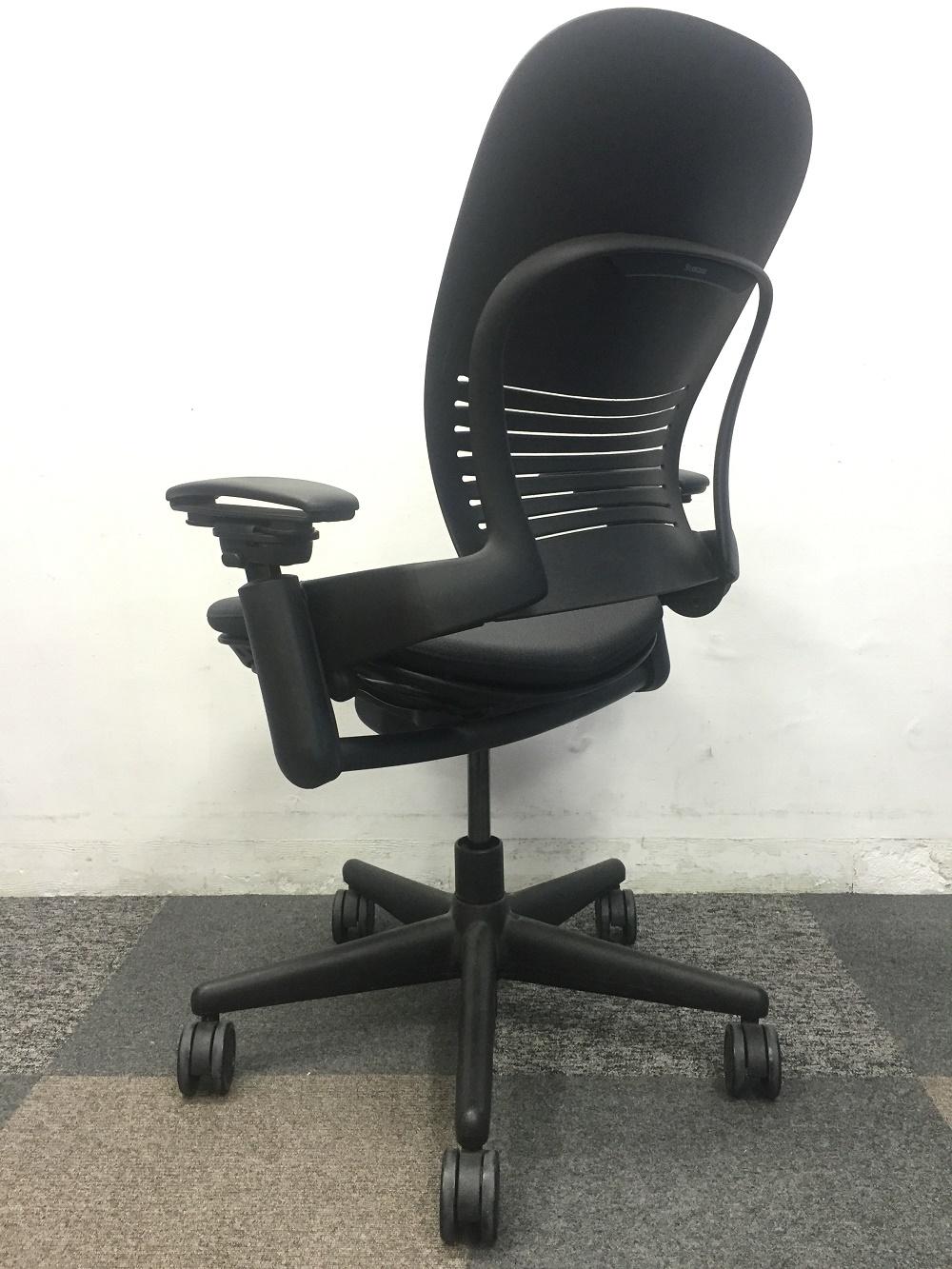 オフィスチェアの最高峰、リープが再入荷!■自慢の背もたれの大きさ、自慢の座り心地、文句なしの一品!|Leap[leap](中古)