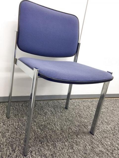 【4脚セット商品】シンプルな作りの会議用チェア 重ねて収納できます                                                              中古