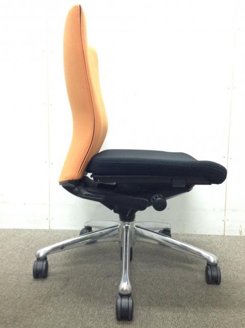 【オカムラ製フィーゴのオレンジ色のかわいいチェア】座り心地抜群!                         フィーゴ                                     中古