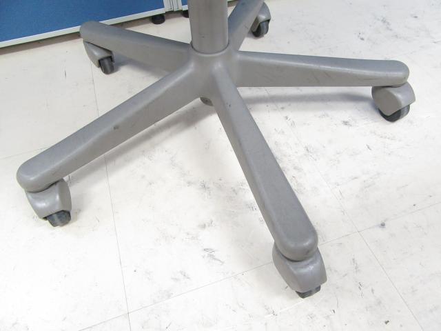 [1脚特別価格!!]岡村製作所製 CG-Eチェア ゴムキャスタータイプ■床を傷つけにくく、どんなオフィスにも合う定番型チェア!![Blue Color]                         CG-E                                     中古