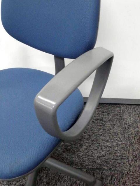 コクヨ製OAチェア 軽量でコンパクトなオフィスチェア 肘付が1脚入荷                         120シリーズ                                     中古