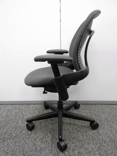 【高級チェア】厚みのあるクッションでゆったり座れる高機能チェア スチールケース リープチェア                         リープ                                     中古