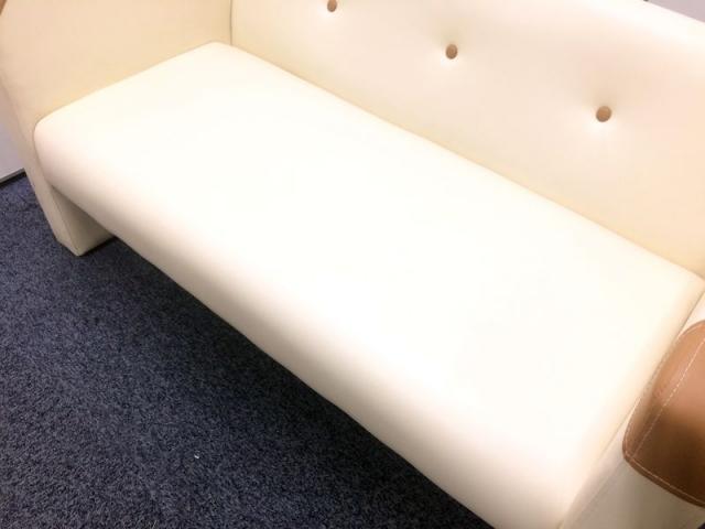 【限定1脚】アイボリー色 2掛けソファー                                                              中古