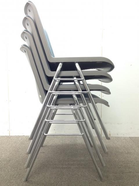 【コクヨ製スタッキングチェア】【積み重ねれるタイプ・4脚販売】                                                              中古