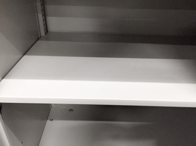 【限定2台!】【状態良好】希少な引き違い書庫が入荷致しました。天下のオカムラ製で丈夫な作りが特徴です!【動線が狭いオフィスで大活躍】                         42                                     中古