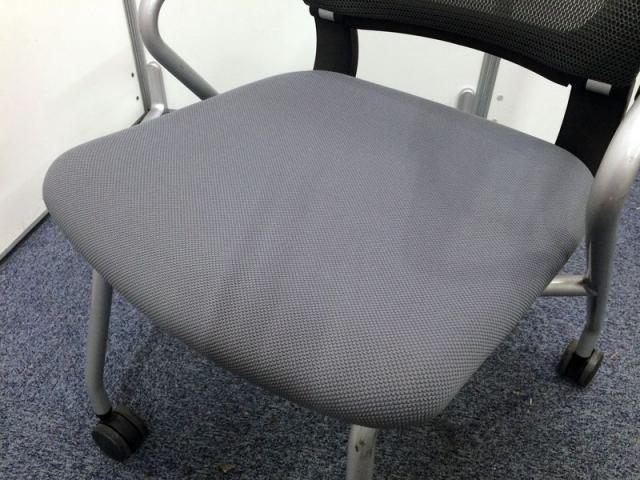 【限定2脚】ネスティングチェアー 人気のコクヨ製 座面が折りたためコンパクト収納可能!!                         サテリテ                                     中古