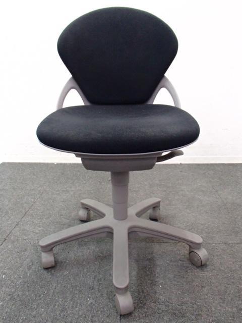 【2脚在庫】女性向けのコンパクトデザイン!オフィス事務に最適です。                         プレーゴ                                     中古