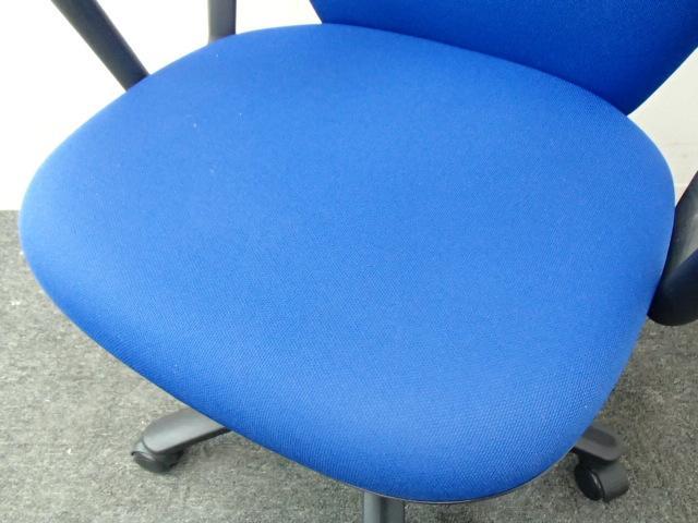 【3脚入荷】イトーキ製|リエットチェア|座り心地抜群の鮮やかブルー色!                         リエット                                     中古