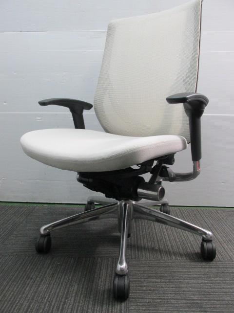 【高級チェア】ホワイトカラー|オカムラ製|ゼファーチェア|オフィスチェア                         ゼファー                                     中古