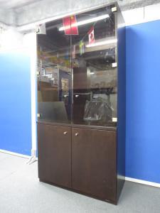 【役員室にオススメ】■木製ガラス書棚 ダークブラウン ■オカムラ製エグゼクティブ家具