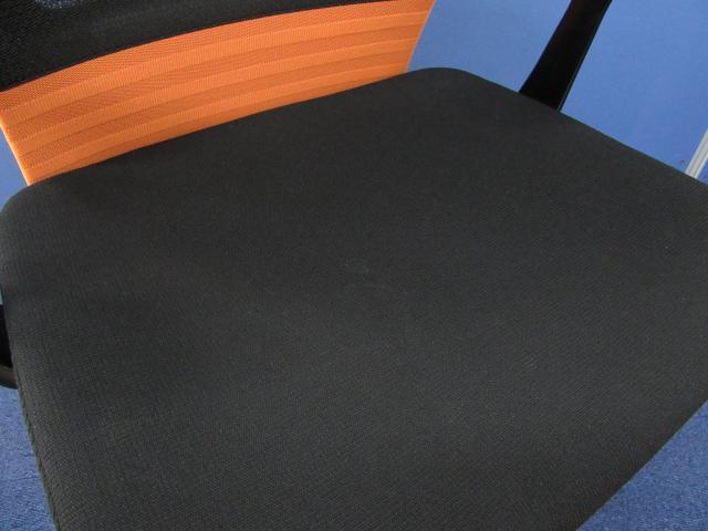 [残り1脚!!]岡村製作所(okamura) フィーゴチェア(Feego) メッシュ/ローバック■カラー:オレンジ■メッシュ上部に穴有の為、お求め安くなっております!![おつとめ品]                         フィーゴ                                     中古