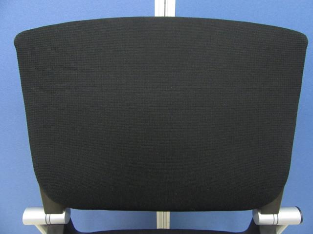 [1番人気のブラック]岡村製作所製 グラータチェア(Grata) 背パッド付き■デザイン/座り心地が良く大変人気です!!                         グラータ                                     中古