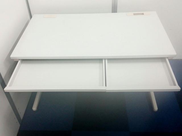【特別価格】【6セット揃います】オフィスの定番ニューグレーカラーのデスクと明るいブルーからのOAチェアのセットです!                                                              中古
