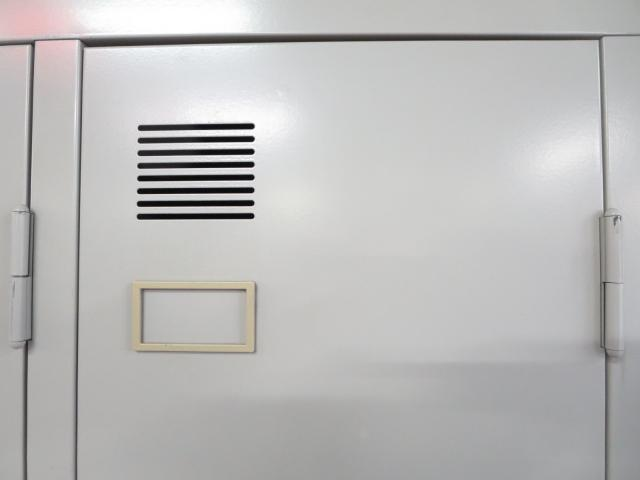 ■3人用ロッカー(鏡不足・付属パーツ不足) ■TOYO(東洋事務器工業)                                                              中古