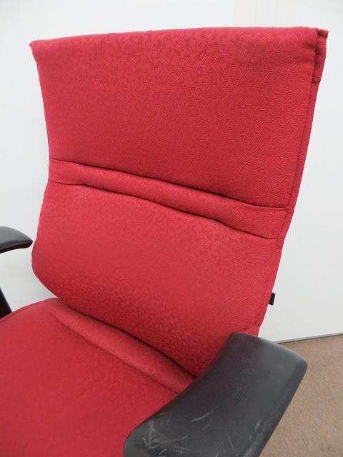 【12月限定大題特価!】情熱的な赤のエルシオチェア 高機能チェアがこの価格で!【多少の傷有】                         エルシオ                                     中古