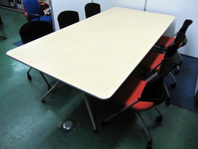 【セット商品】大型テーブル+ネスティングチェア×6脚のセットです。木目とシグナルレッドの鮮やかな共演                         DDD                                     中古