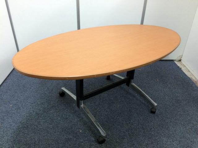 【限定1台】楕円形のミーティングテーブル                                                              中古