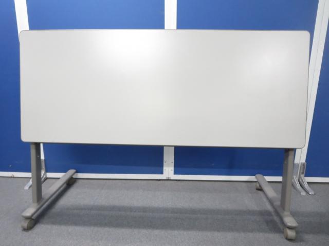 ■サイドスタックテーブル2台セット ■1500×D600mmサイズの2台セットです【オカムラ製】                         8184型 会議用折りたたみテーブル                                     中古