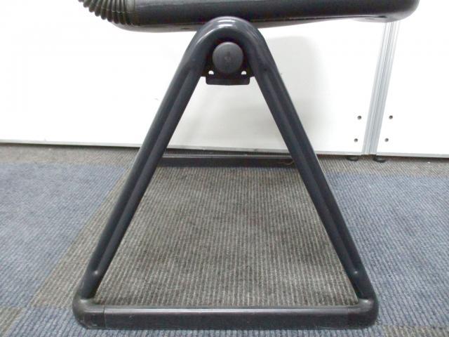 【お得な4脚セット!】重ねて収納可能なスタッキングチェア【会議や研修用にお勧め!】                         バーテブラ                                     中古