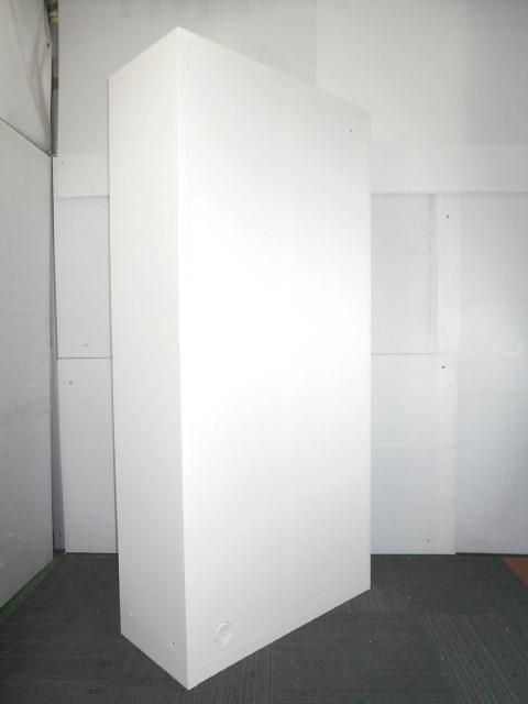 【両開き書庫】カラーは、人気のホワイトカラー 1台入荷                                                              中古