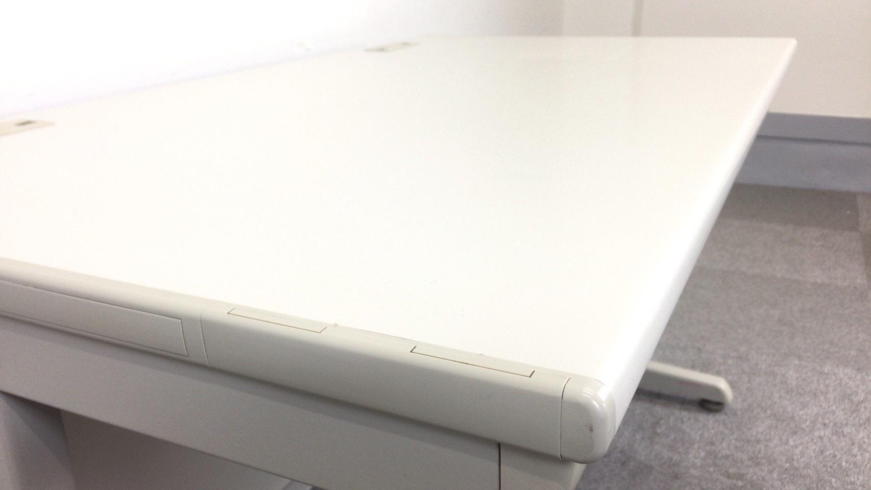 [商品入れ替えにつき値下げ中!][便利な配線タップ2か所付き]平デスク 事務机 幅1200mmタイプ 岡村製作所 SDシリーズ|SD-Vシリーズ[SD-V Desk system](中古)