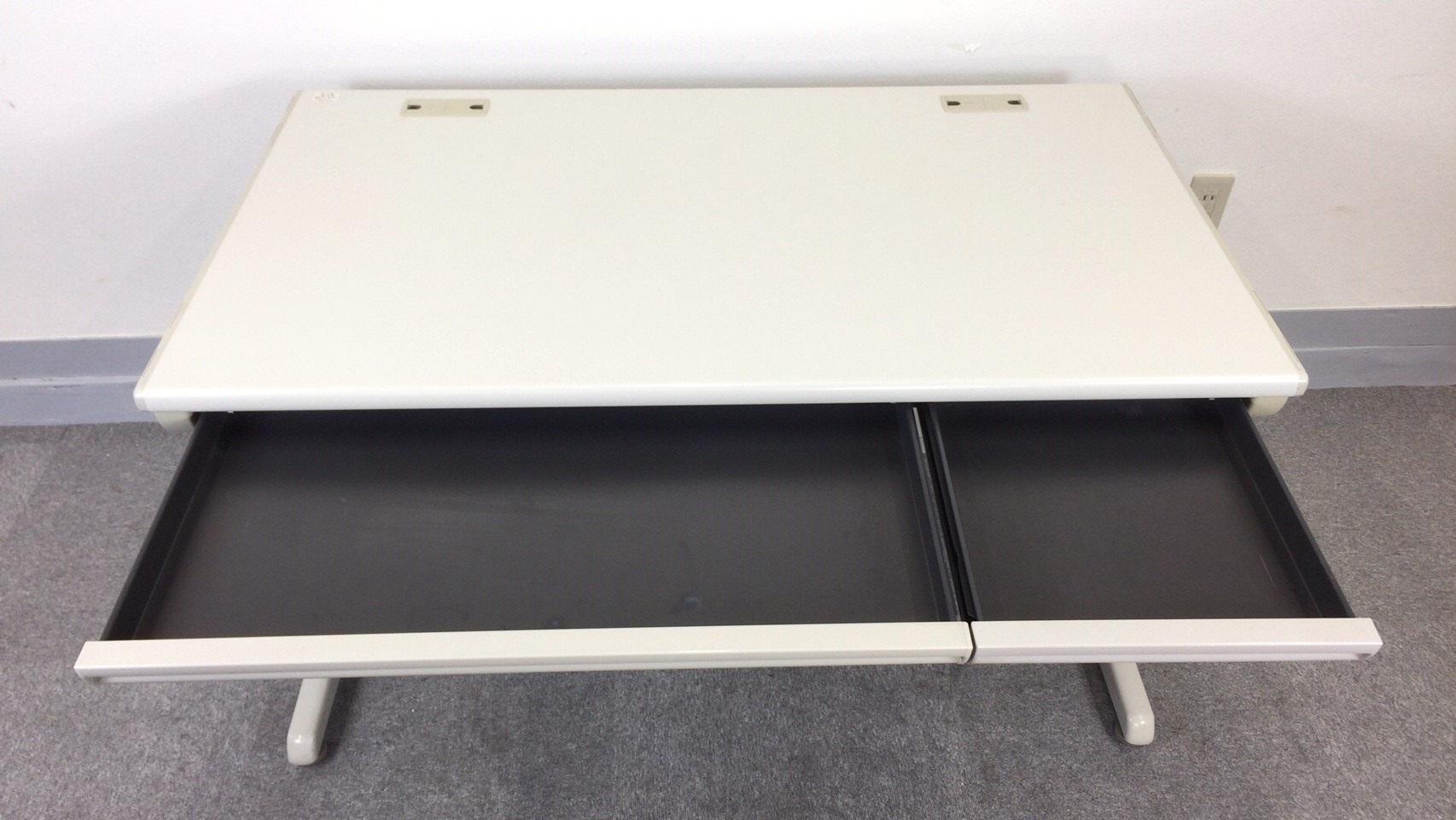 [状態良好][便利な配線タップ2か所付き]平デスク 事務机 幅1200mmタイプ 岡村製作所 SDシリーズ|SD-Vシリーズ[SD-V Desk system](中古)