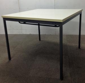 900角の少し広めな各テーブル ラック付き