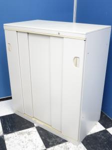 【4台揃う!】5枚扉の引き戸書庫■普通とは違った便利さです!【レア商品!】