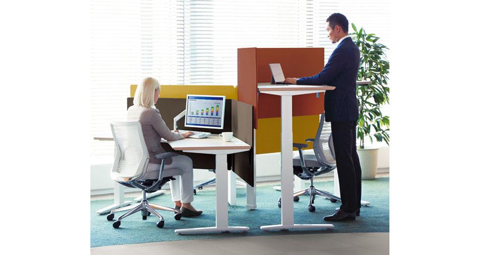 『なぜ、座りながら仕事をするのか?』オカムラ上下昇降デスク■健康を考えた、デスク