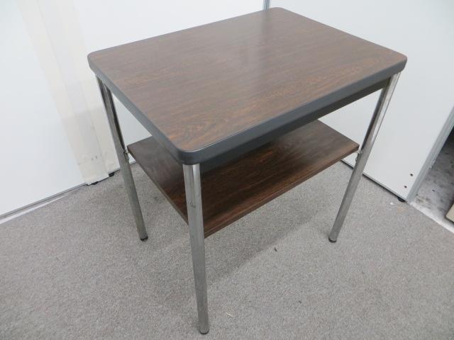 【新入荷!】木目のミニテーブル!小物置きなどにいかがでしょうか(中古)