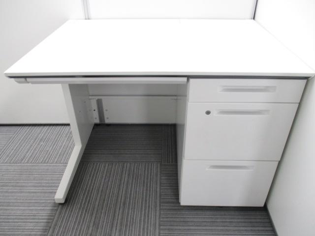 【現代オフィスの最先端!】明るくて清潔感があって人気の高いホワイト色の片袖机が入荷しました!(中古)