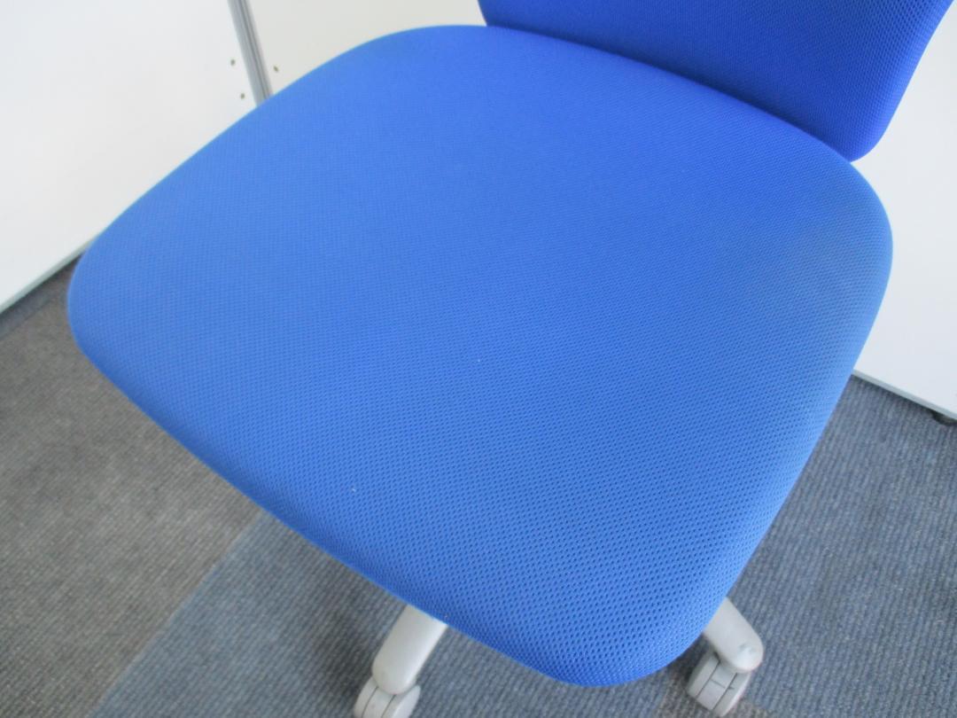 【人気のOAチェアが纏めて揃います!】定番カラーのブルーでオフィスをさわやかに【チェアの入れ替えなら今がチャンスです!】|カロッツアチェア[Carrozza](中古)