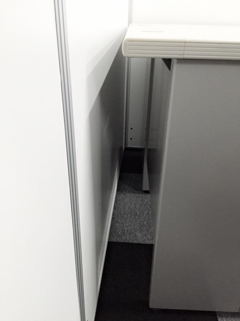 横幅1mのコンパクト!汚れが目立ちづらいグレーで人気の片袖デスク入荷!耐久性に優れており、非常に頑丈な作りのタフなデスクです!|CZデスク[CZ DESK](中古)