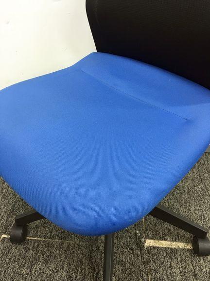 【1脚限定】幅広い座面で座り心地バツグン コクヨ製アガタS|アガタSチェア[AGATS](中古)