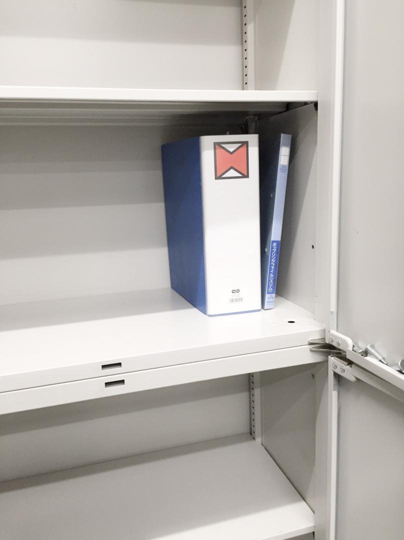 【残り1台】観音開きと観音開きの書庫セット入荷!A4ファイルが6段収納できる収納大王の書庫でございます!|42(中古)