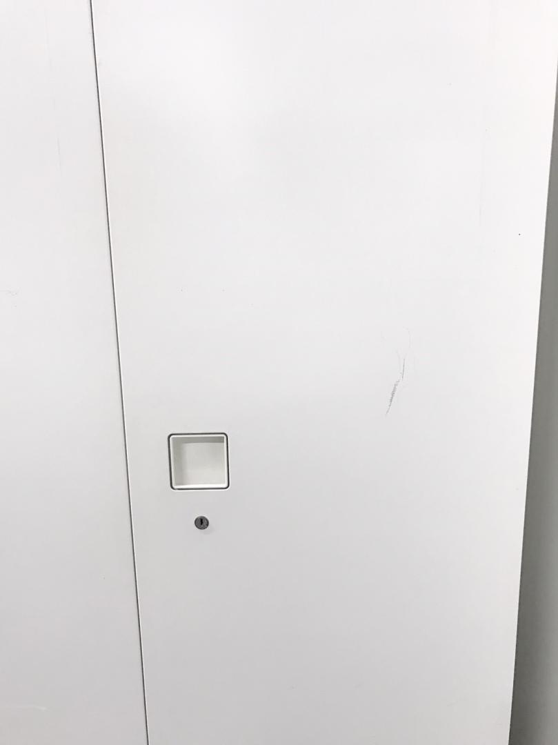 綺麗なホワイトカラーのハイキャビネット入荷!A4ファイル5段収納で女性にも優しい1800mmの高さ!