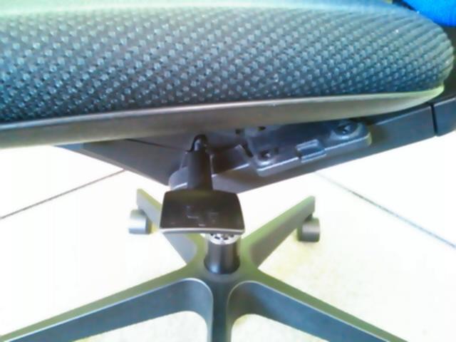 【大量入荷】ランバーサポート標準装備! 総合力でバランスの取れたチェアです…しかも、ハンガーつき!!|プラオチェア[PRAO](中古)