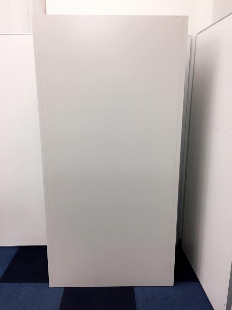 【2台限定】オカムラのニューグレーの書庫といえばコレ!!ド定番の42型の両開き書庫が入荷しました。高さが1800mmなので、上段の物も取りやすくなっております。|42シリーズ[forty two](中古)