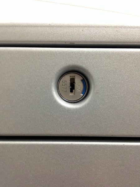 【フリーアドレス向けのサイズのワゴン】A4が2段収納+小物収納向け薄型の3段|左右どちらからも開閉可能な機能的なワゴン|プロユニット[prounit](中古)