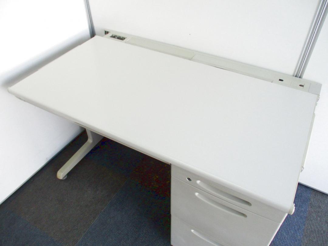 【部材欠品のためお安く!】定番の1,200mm幅の片袖机【限定1台、見た目を気にしない方に!】 |SD-eシリーズ[SD-e Desk system](中古)