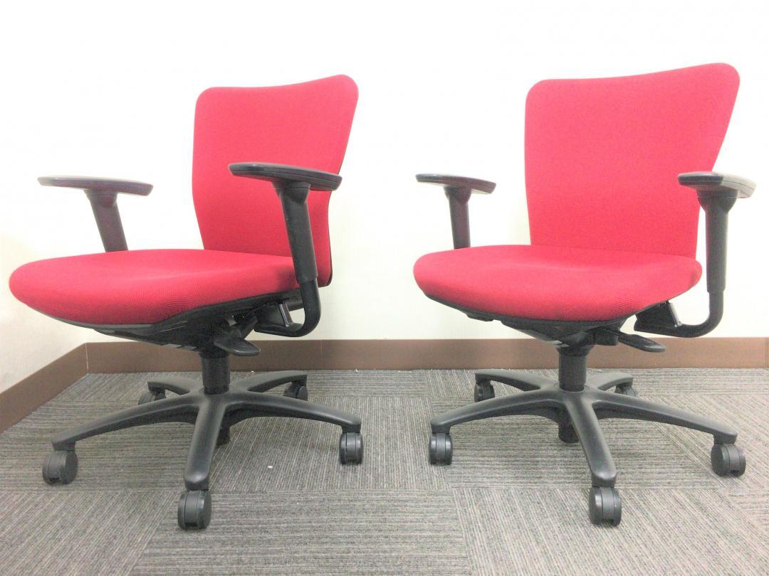 【肘付きオフィスチェア2脚セット!】【鮮やかなレッドカラー!】|カロッツアチェア[Carrozza](中古)