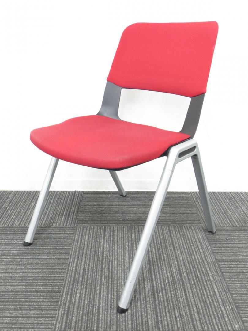 【150脚の大量入荷】コクヨ製 スタッキングチェア 作業効率UP!!赤色には回転率を早める効果がございます!!【大量在庫】|フリップ(中古)